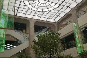 建築物のガラス面はもちろん、イベントにも最適。(株)アクシアのフィルムLED「FiLシリーズ」