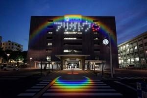 〈2020.6.5〉浜松市役所の東側壁面に「アリガトウ」の文字を投光、医療・介護従事者へ感謝