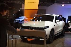 〈2020.11.30〉非接触でインタラクティブなブランド体験を。博報堂プロダクツとLGディスプレイ、Mercedes me Tokyoにサイネージプログラムを提供